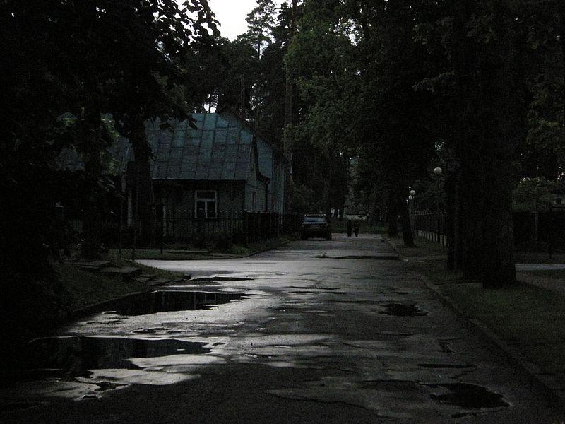 Dark_street_-_Bulduri_-_panoramio